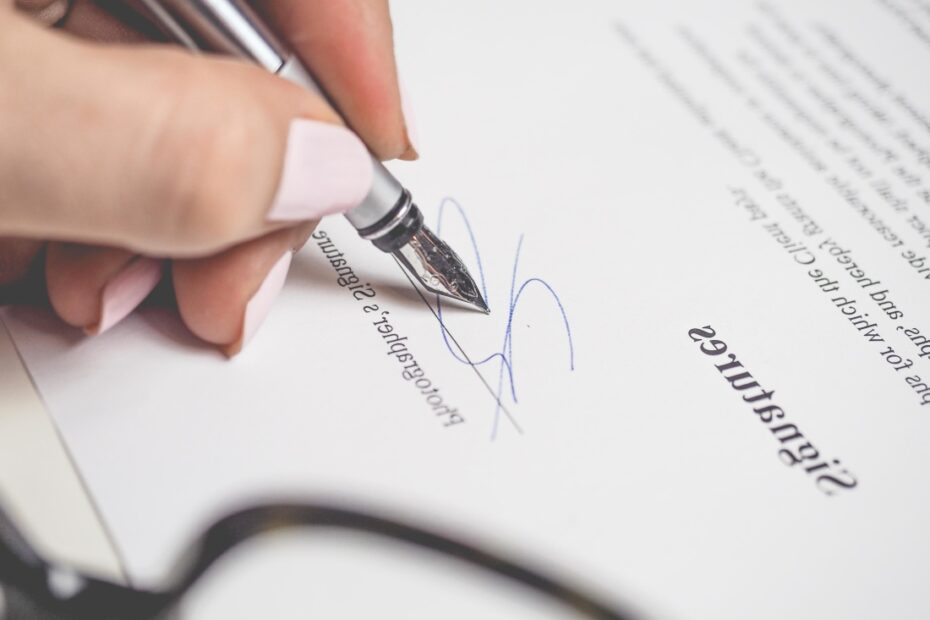 signing confidential agreement